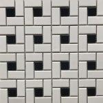 Maze White Black